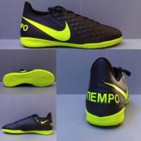 Sepatu futsal Nike tiempo hitam list hijau untuk pria dewasa