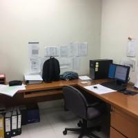 Meja kantor Kayu Bentuk L kondisi sangat baik ukuran L 2mx2m