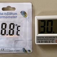 Digital Thermometer Aquarium ditempel di luar Kaca Aquarium