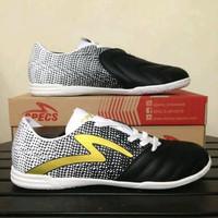 Sepatu futsal specs equinox black gold white 400773 ori QQXS