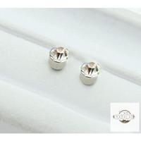 Anting Magnet Bentuk Berlian untuk Pria/Wanita
