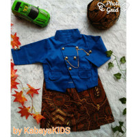 Cowok Laki-laki Beskap warna Bayi dan Baju Biru Dalang Anak Basofi