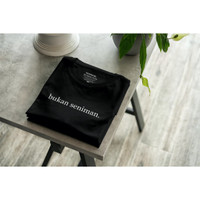 Seniman Bukan Baju Seniman Kaos -