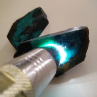 Rough batu bacan doko semi kristal