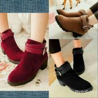 sepatu heels docmart suede