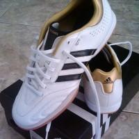 SEPATU Futsal ADIDAS 11nova putih / emas