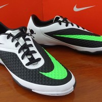 [ORIGINAL] Nike Hypervenom Phelon IC Black/White (Sepatu Futsal)