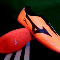 Sepatu Futsal Mizuno Fortuna Orange Hitam