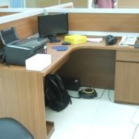 Sekat antar meja kantor + Meja kerja bentuk L + laci dokumen -Semarang
