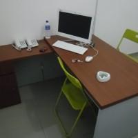 Meja kerja pimpinan kantor bentuk L model minimalis - Semarang