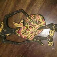 Batik souvenir pembatas buku jenis wayang