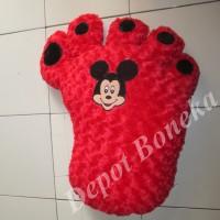 Bantal kaki merah karakter Mickey mouse