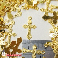Bandul Salib Logam Warna Emas Bahan Souvenir Gelang / Kalung Rosario