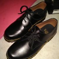 Sepatu Docmart Dr.Martens Pria/wanita 3 hole - kulit asli