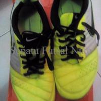 Sepatu Futsal Nike Gato II grey black volt original