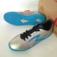 Sepatu Futsal Specs Apache In Silver Original