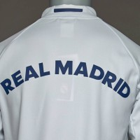 JAKET BOLA REAL MADRID ANTHEM WHITE 2016/2017 GRADE ORI