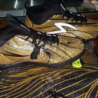 Sepatu Futsal Specs Barricada Ultra LE Gold