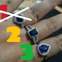 Cincin Wanita Batu Safir Biru Lapis Emas Putih