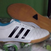 Sepatu Futsal Adidas (White Garis Hitam)