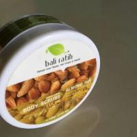 Body Scrubs Bali Ratih Almond Nut