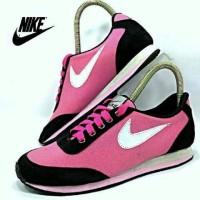 sepatu nike cewe kombinasi hitam pink list putih women sport