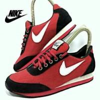 sepatu nike women cewe sport hitam merah kombinasi list putih