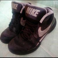 Nike Sepatu Basket Overplay VII, size 42 Bekas.