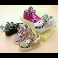 Sepatu walker anak perempuan import Hello Kitty boot gold glitter