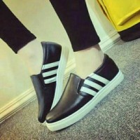 sepatu adidas motif hitam garis putih