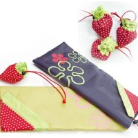 Tas lipat motif strawberry untuk berbelanja