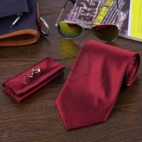 Dasi, Pocket Square, dan Cufflink warna merah