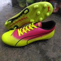 sepatu bola puma evospeed hijau pink