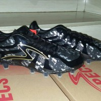 Sepatu Bola Specs Barricada Ultima Black/Gold FG