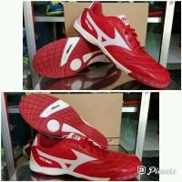 sepatu futsal mizuno merah putih