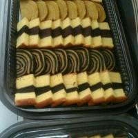 Paket Aneka Cake lapis surabaya/lapis legit dlm nampan coklat