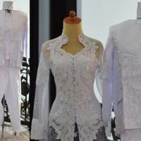 Baju akad nikah couple kebaya putih rok batik selop jas beskap lengkap