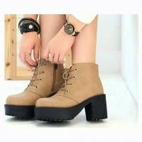 sepatu sneaker casual polos simpel boot heel docmart