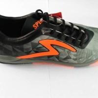 Sepatu Futsal Specs Swervo Dynamite (Black/Palona Grey/Dark Cool Grey)