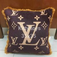 bantal sofa mobil LV