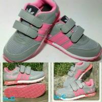 sepatu anak anak wanita adidas model abu pink