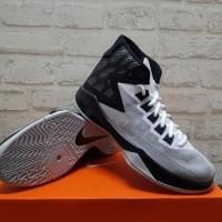 Sepatu Basket Nike Zoom Devosion White Metalic 844592-100