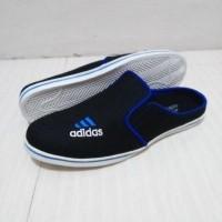 Sandal Slop Adidas Hitam / Sepatu Slop Pria Santai Kerja Sekolah