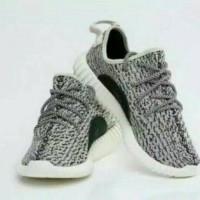 Sepatu dewasa import Adidas Yeezy kets abu hitam tali size 41-44