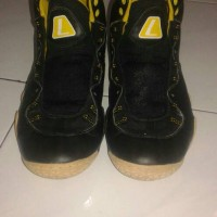 Sepatu Basket League yellow black size 41
