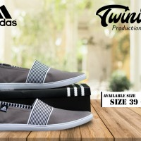 Sepatu Slip on Adidas abu garis putih