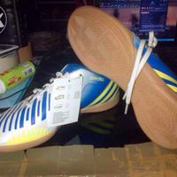 sepatu futsal adidas predito lz putih biru original