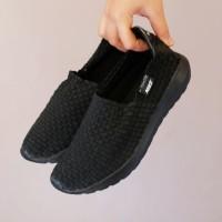 sepatu wanita nike slip on rajut full black premium import size.36-41