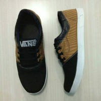 Sepatu sport Nike yeezy anak black & white / ws
