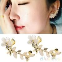 Anting Korea Crystal Opal Flower Clip Earring Beauty